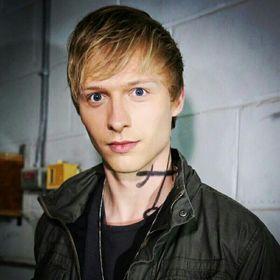 Ян Ларионов
