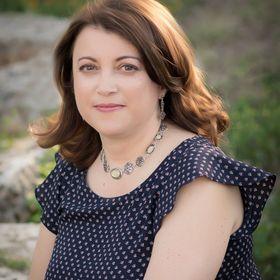 Elena Mikalsen Author