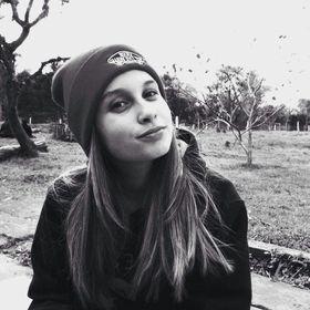 Lara Mello
