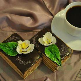 Cakes by Cremona Găvozdea