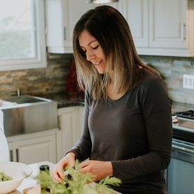 Michelle Breau | Holistic Nutritionist, Biz Coach, Podcast Host