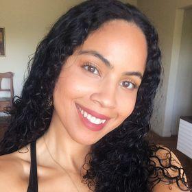 Kat Sanchez | Holistic Nutritionist | Skin Care Content Creator