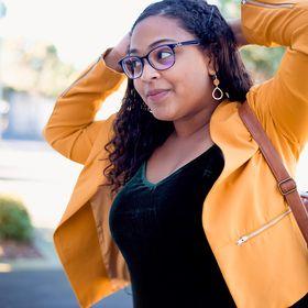 Alejandra R. - Money & Mindset Coaching