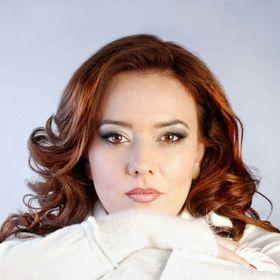 Veronica Manole