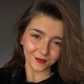 Inès Santolaria