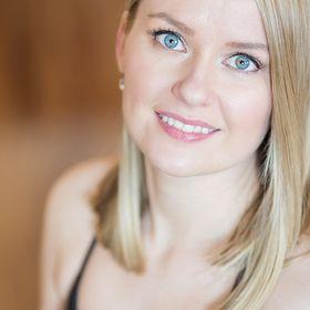 Emma | Prenatal, Postnatal Pilates & Barre Instructor