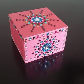 Snazzy Casella = Hand crafted jewellery boxes