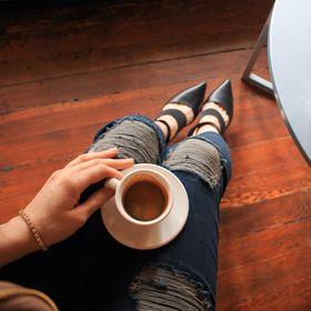 Ladies Make Money Online - Blogger + Female Entrepreneur