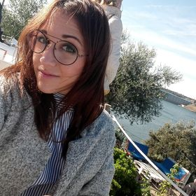 Laura Ar