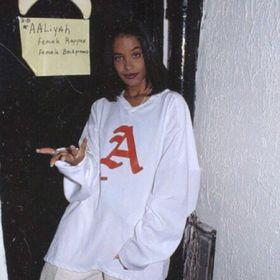 Model Hooker in Nagele
