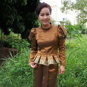 ผ้าไทย คุณนายตีนแดง