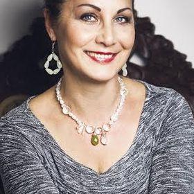 Iveta Henzelyova