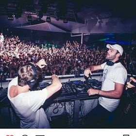 thechainsmokers.greece