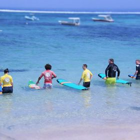 Monkey Surfing Surf school Lembongan