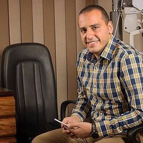 دكتور محمد توفيق استشاري جراحات الشبكية والمياة البيضاء