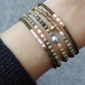 { hands.love.jewelry }