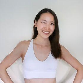 Yumi Idomoto 産後ダイエット+妊娠中のエクササイズ+ニキビ+健康レシピ+筋トレ