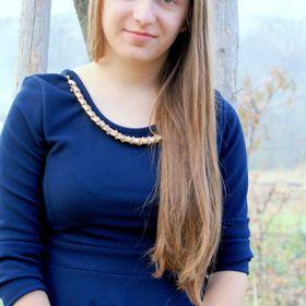 Eliza Csompo