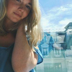 Liz Quaid // Bustle & Bouge