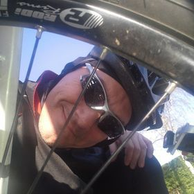 Tom likes bikes