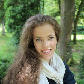 Grace Quantock | Wellness Provocateur | Therapist | Writer