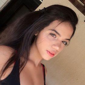 Júlia Karen