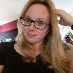 Angie Nichvalodoff