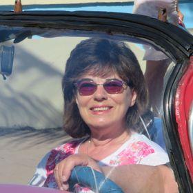Lynne Pavion