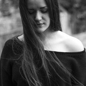 Emilie RØ