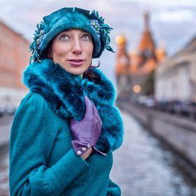 AlinaYo millinery,haute couturehats and headdresses