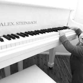 Des Woods Pianos