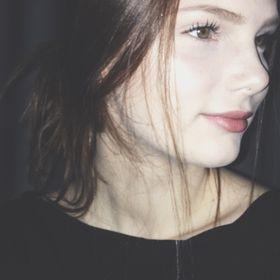 Laura Kmnk