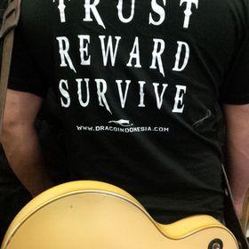 Buckle Rage Men/'s Guitar Headstock Glow In The Dark Music Instrument Belt Buckle