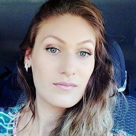 Mirela Oliveira