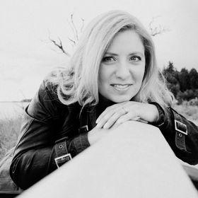 Author Shannon Mayer
