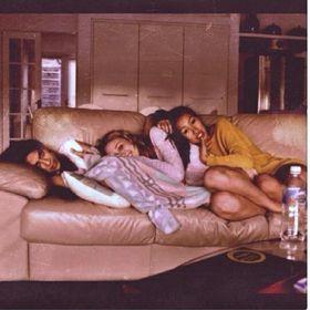 Queens Sarah,Emily,Annie