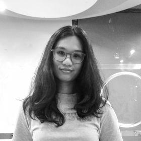 Mia Angela   Copywriter, Designer, and Content Specialist
