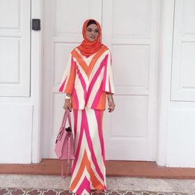 30 Best Tak Lapuk Dek Hujan Tak Lekang Dek Panas Images In 2020 Kebaya Traditional Outfits Baju Kurung