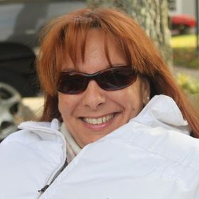 Julie Savaria