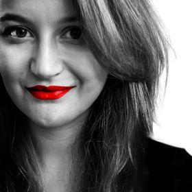 Justyna Hajduk / Graphic Designer