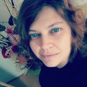 Heni Bazsová