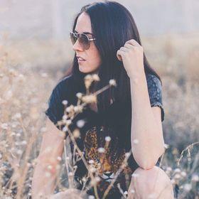 Amy Ghioni • YOUTUBER