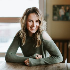 Ashley Largesse | Creative Business Coach & Mentor | Wedding and Portrait Photographer