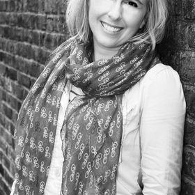 Author Lia Mack