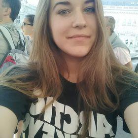 Bettina Csikesz