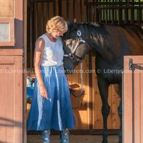 Marianne H Nielsen | Intuitive Abstract Artist | Artist Life Blogger | Horse Lover |