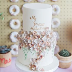MONANNIE luxury Cakes and Desserts
