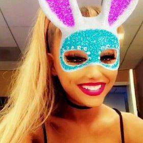 Ariana Grande 🌙🌙🌙