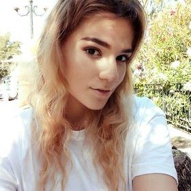 Nicole Veroniki