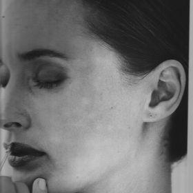 Suzanne Riddell